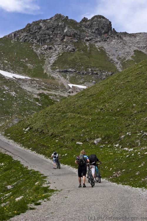 Велосипедисти - підкорювачі вершин