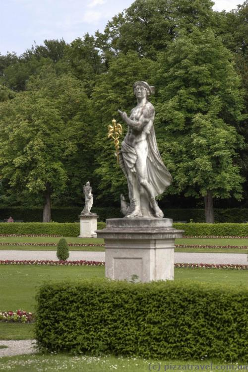 Скульптуры около дворца Нимфенбург