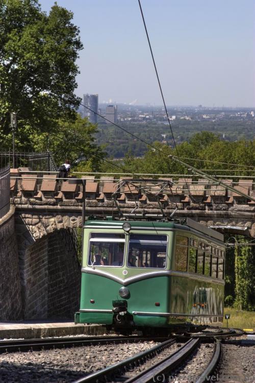 Cable car to the Drachenburg Castle