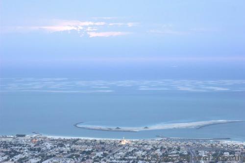 Вдалеке - искусственные острова Dubai World