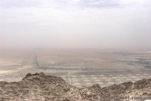 Вид со смотровой площадки отеля Mercure на горе Джебель Хафит