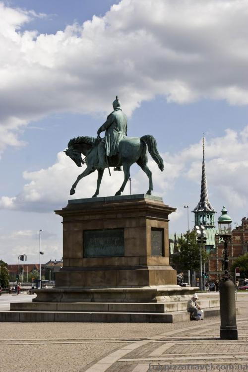 Статуя Фредрика VII