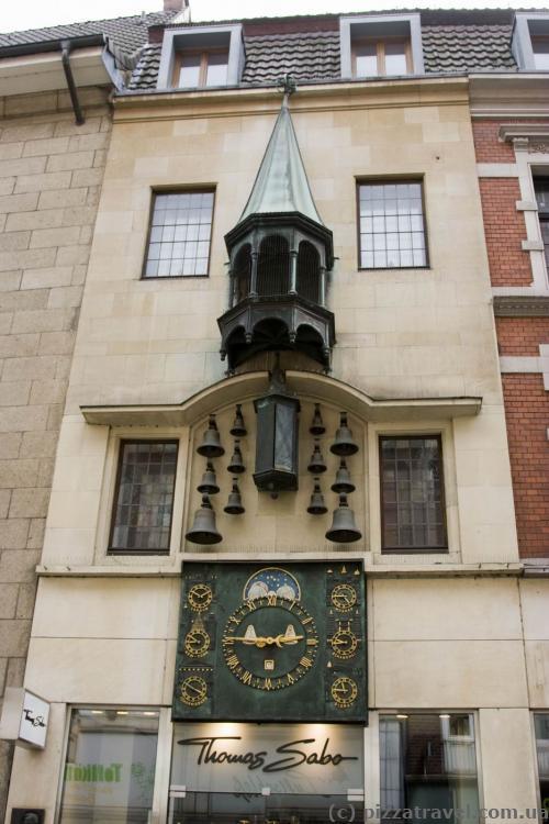 Часы с колоколами на Принципальмаркт