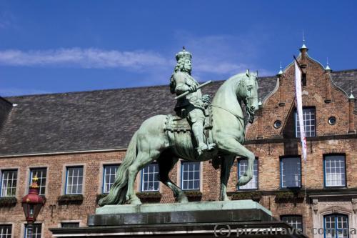 Конная статуя курфюрста Яна Веллема