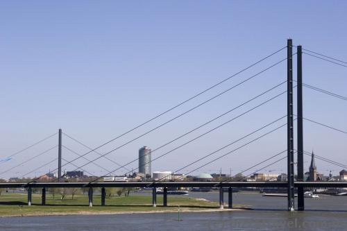 Мост Рейнкни и Оберкассельский мост