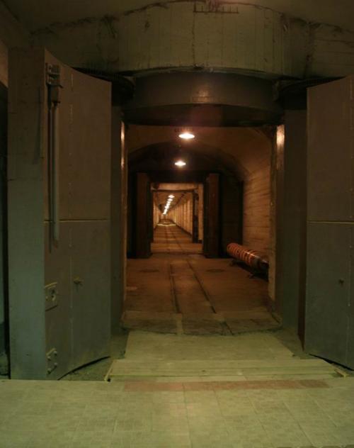 Общая площадь подземных сооружений - 15 тыс. квадратных метров