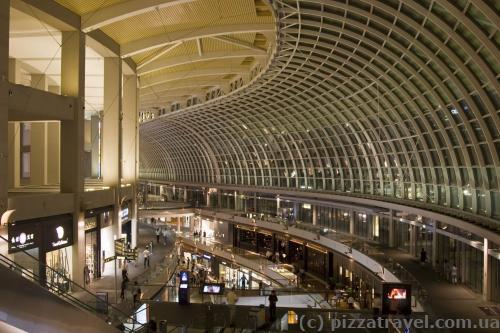 Большой торговый центр при отеле Marina Bay Sands