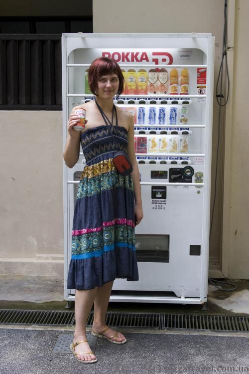 Вдоль маршрута расположено несколько автоматов с напитками.