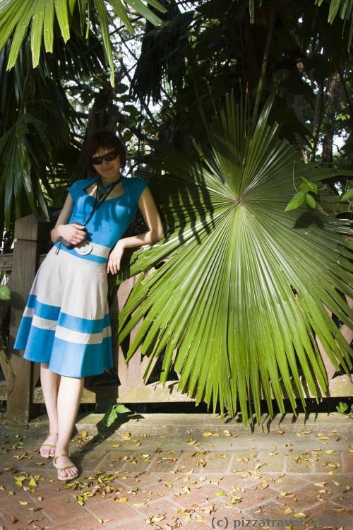 Огромные листья в парке