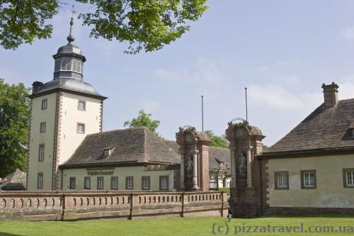 Центральный вход в замок Корвей