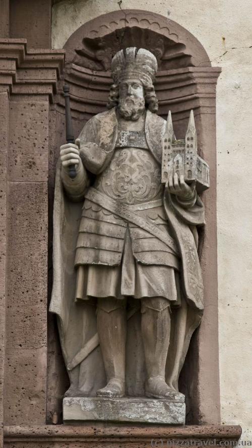 Скульптура в замке Корвей