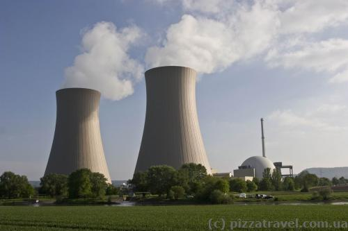 Grohnde nuclear power plant is located 200 meters from the bike path!