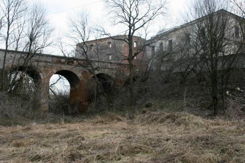 Мост, ведущий в замок, будет поинтереснее самого замка.