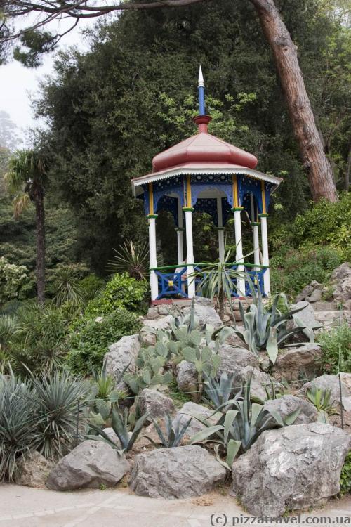 Восточная беседка в Никитском ботаническом саду