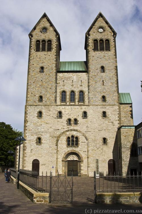 Today Abdinghofkirche reminds of a monastery that was founded in 1015.