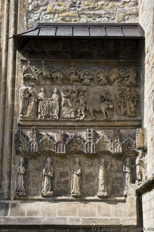 Many interesting things were preserved on the cathedral walls.