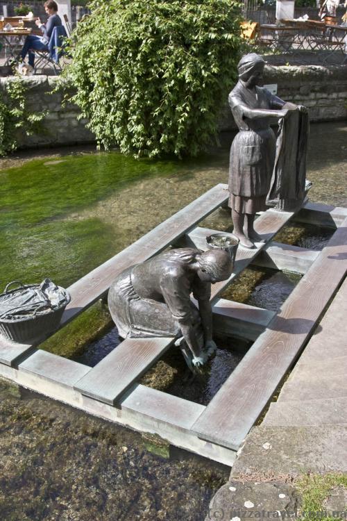 Скульптура на річці Падер