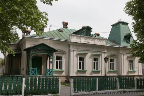 Houses on the Bandery and Voyiniv UPA streets