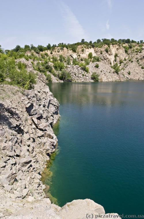 Затопленный гранитный карьер в Мигее